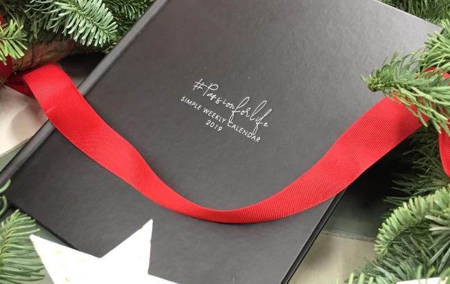 charytatywny kalendarz pod choinke, kalendarz passionforlife na prezent swiateczny