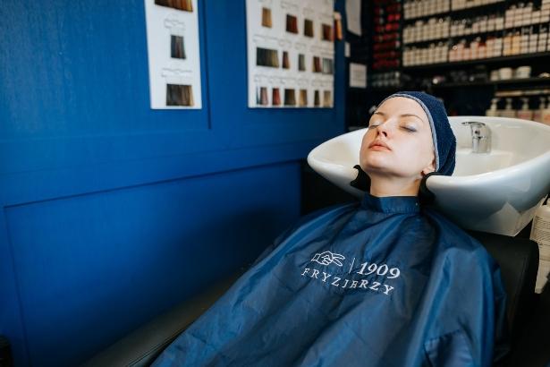 jak dłużej utrzymać kolor na włosach 1909 fryzjerzy