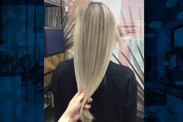 rozjaśnienie włosów w 1909fryzjerzy, długie włosy blond po rozjaśnieniu w salonie fryzjerskim