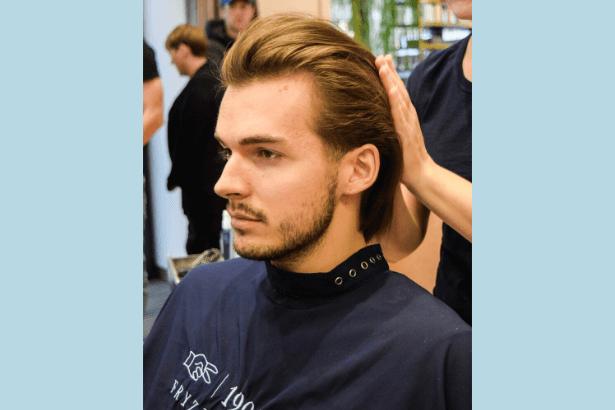 Modelowanie włosów - fryzury męskiej na włocha w salonie 1909Fryzjerzy